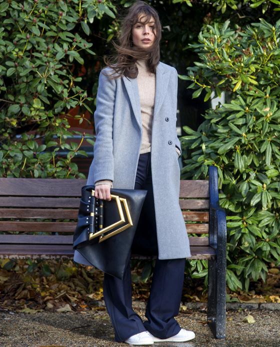 Comment porter le pantalon large femmes magazine - Que porter avec un pantalon bleu marine ...
