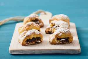 fig cookies, buccellati, traditional sicilian pastry