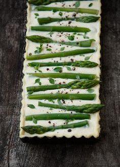 Tarte aux asperges, ricotta et parmesan