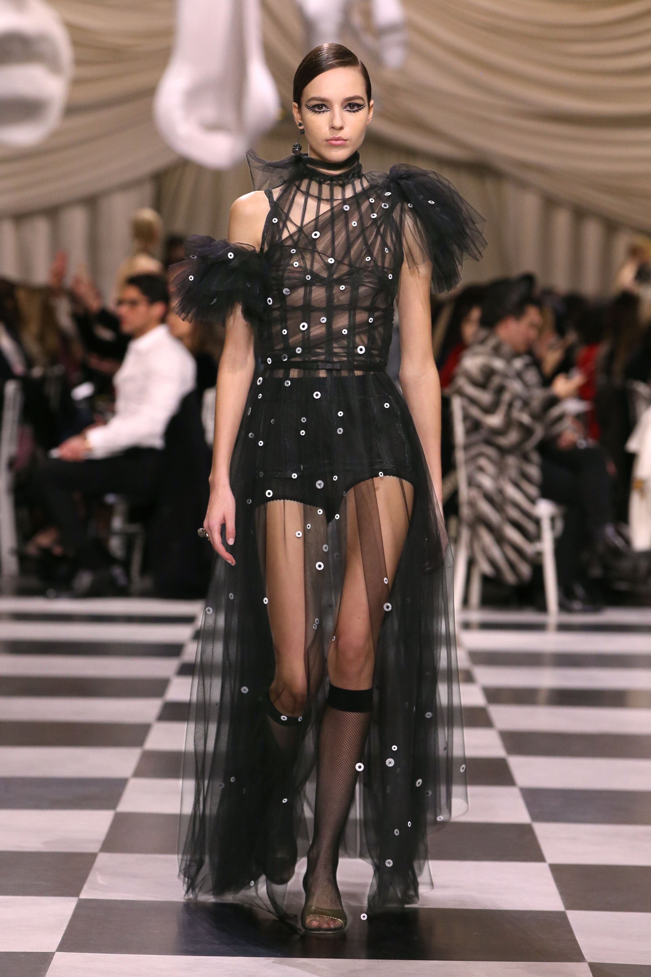 Le défilé surréaliste de Christian Dior