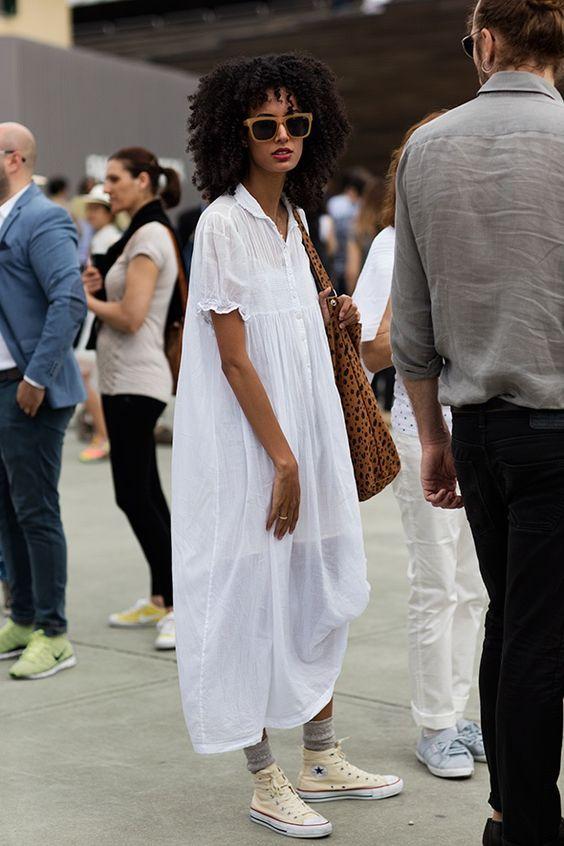 bcfe6f262a42 Avec-une-robe-blanche-et-des-soquettes.jpg