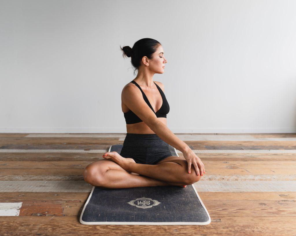 femmesmagazine-yoga-douleursmenstruelles-endometriose-bienetre-healthy
